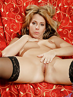 Brunette Anilos temptress fucks her scorching hot pussy with a clear speculum